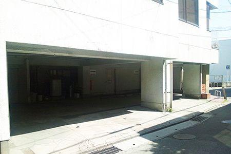 武石歯科医院1F駐車場画像